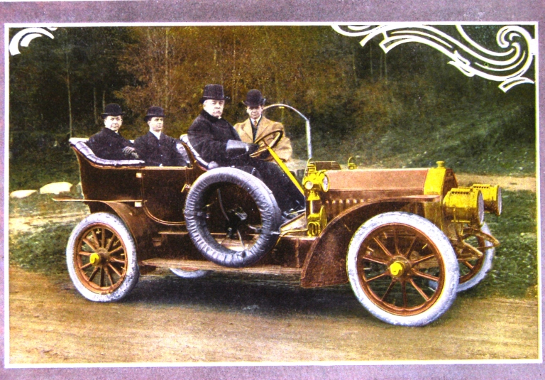The McLaughlin Realty Company, promotional brochure for Laurelhurst circa 1907. Laurelhurst Community Club records, Special Collections, UW Library. The man standing behind the car may be the McLaughlin's British chauffeur who drove clients to see the new Laurelhurst development.