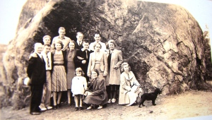 In 1940 the Berg family gathered for a photo at Big Rock.