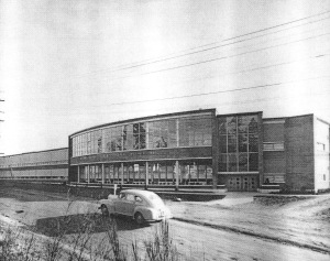 Nathan Eckstein Junior High School was built at 3003 NE 75th Street in 1950. In this 1954 photo, we see that NE 75th Street was still not paved. Perhaps it would be better to unpave our arterial streets so that people would have to drive more slowly and carefully. Photo #19254, Seattle Public Library Historical Collection.