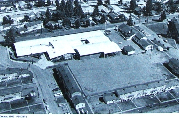 Decatur School as it looked in 1963, before Shearwater barracks buildings were cleared from the site and an addition built in 1966. The front door of the school building is on NE 43rd Street at the top of the photo. Courtesy of the Seattle Public Schools Archives #287-1.