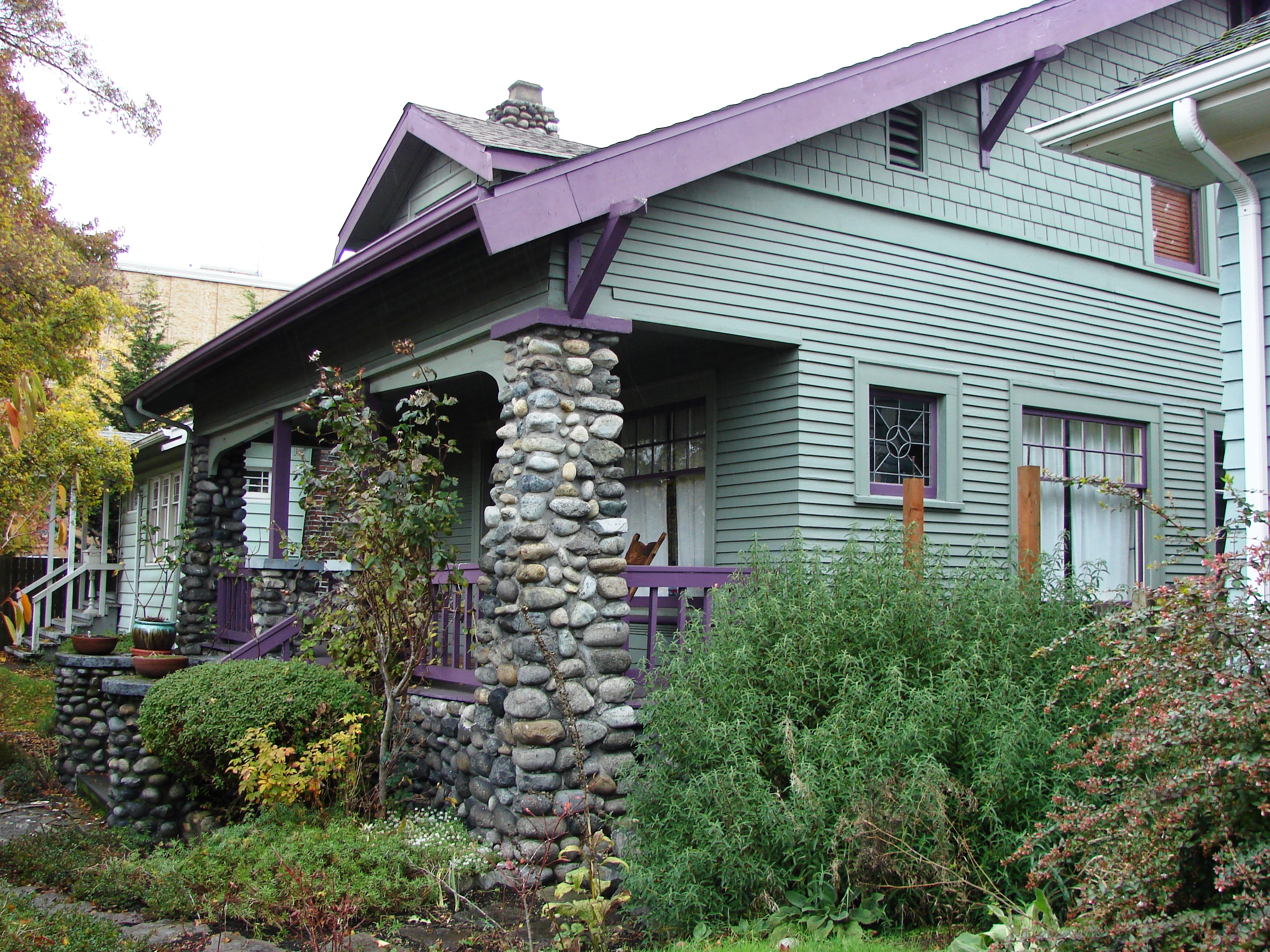 This Craftsman House Built In 1911 Shows The Influence Of Arts And Crafts Movement