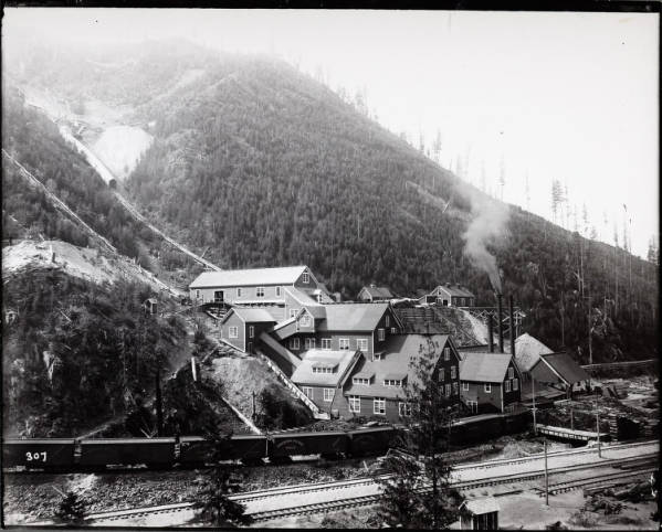 Silver Mill in Gem, Idaho, in the 1890s. Photo courtesy of University of Idaho Special Collections and Archives, Item number 8-X00307.