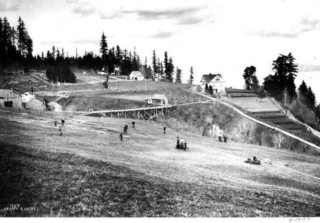 In 1902 the Seattle Golf Club leased the farm of David Ferguson and used his house (at right) for the clubhouse. Photo courtesy of Special Collections, University of Washington Asahel Curtis collection CUR196.