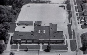 Maple Leaf School as it looked in 1955. The building faced 32nd Ave NE. NE 100th Street is on the right.