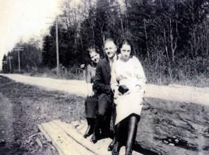 Dutch teens at Thorpe ginseng farm site circa 1926