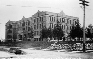 Lincoln High School is at 4400 Interlake Ave North in the Wallingford neighborhood of Seattle. It opened in 1907.