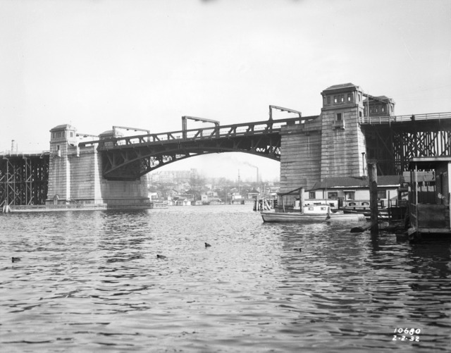 The University Bridge as it looked in February 1932. Photo 5441, Seattle Municipal Archives.