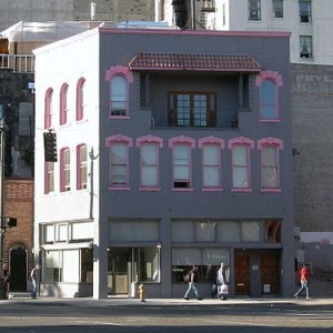 The Wa Chong Company, Chinese labor contractors, built this office building in 1890 at 400 Second Ave Ext. The company continued to operate into the twentieth century. Photo courtesy of Joe Mabel.