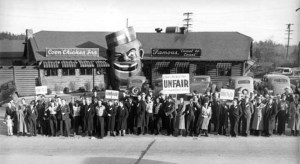 Labor protest demonstration in front of the Coon Chicken Inn in 1937. Photo courtesy of MOHAI.
