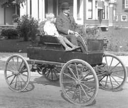 First car in Seattle in 1900. Photo courtesy of HistoryLink Essay 957.