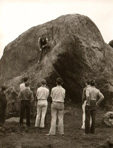 Shown here at Big Rock in 1933, Wolf Bauer demonstrates climbing techniques with his Rover Clan high school Scouts, forerunner of the Explorer program. Photo courtesy of The Mountaineers, Lowell Skoog, Archivist.