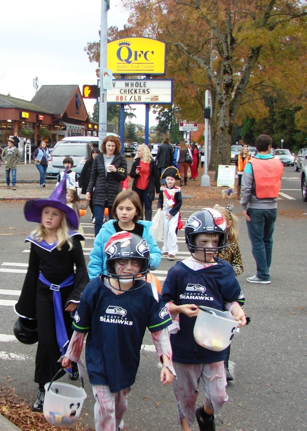 halloween-2013-crossing-on-ne-85th-street