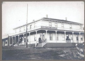 Hotel Dixon in 1901, present site of Chase Bank at 3400 Fremont Avenue.