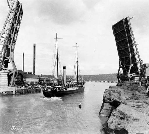 At the ship canal opening day celebration on July 4, 1917, we see the new Fremont Bridge. Beyond it to the east is the Stone Way trestle bridge. Photo courtesy of University of Washington Special Collections.